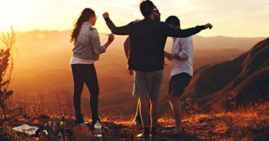 Adolescenti troppi social e poco sport. Il report Oms