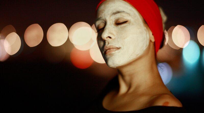 Maschera al melograno contro rossori del viso